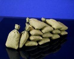Diorama Zubehör, 12 graugrüne Stoff Sandsäcke, gefüllt 45 x 30 mm, gebunden