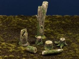Diorama Zubehör, Baumstämme, Stumpen, Wurzeln, coloriert und bemoost 1:35 / 32