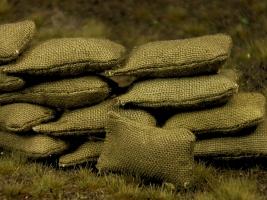 Diorama Zubehör, 20 graugrüne Stoff Sandsäcke, gefüllt 15 x 30 mm
