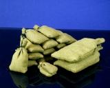 Diorama Zubehör, 8 graugrüne Stoff Sandsäcke, gefüllt 100 x 50 mm, gebunden